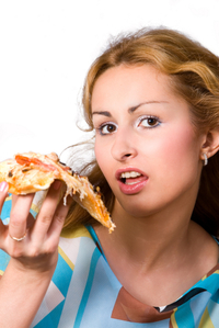 Woman_eating_pizza